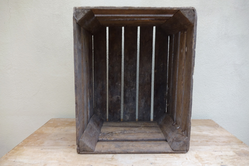 Vintage Apple Box £5