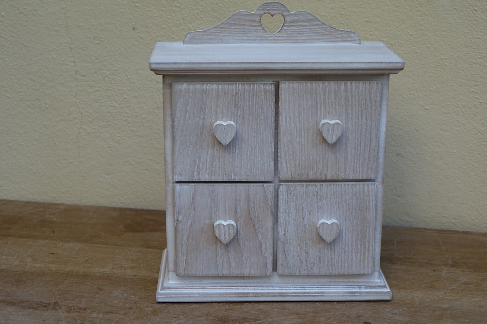 4 Drawer Natural Heart Drawer Unit £3