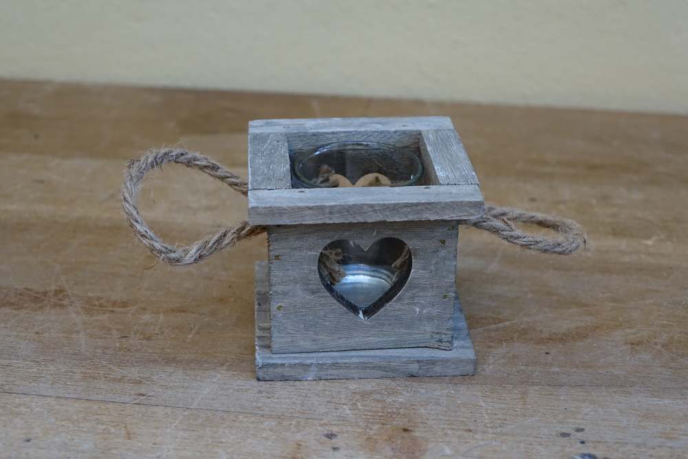 Wooden Heart Tealight Holder £1