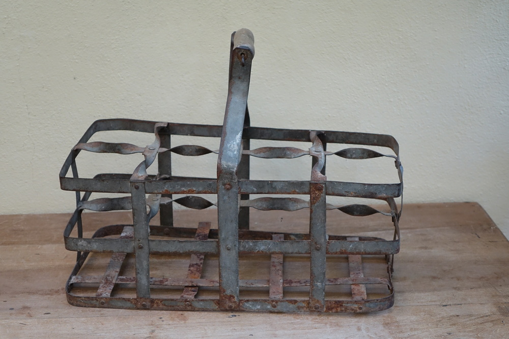 Vintage French 8 Bottle Holder £4