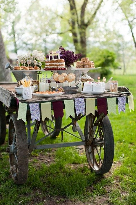 old-farm-wagon-wedding-cake-table.jpg