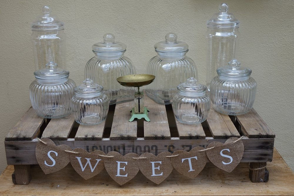 8 Glass Jars, Tongs, Scoops, Sign £20