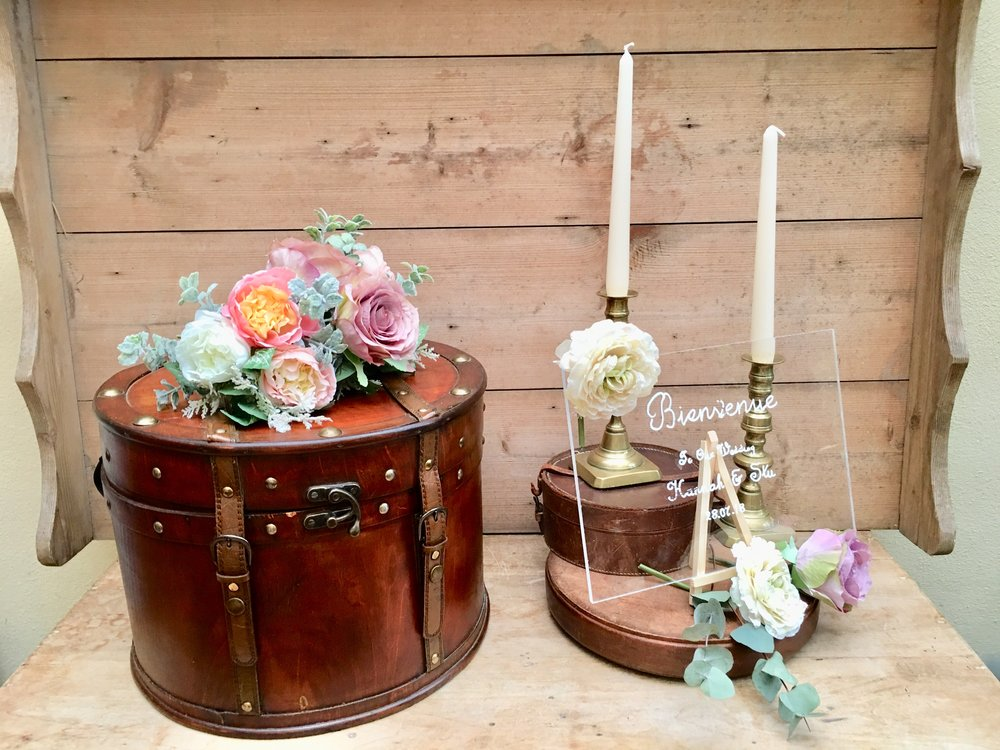 Vintage wooden hat box £15