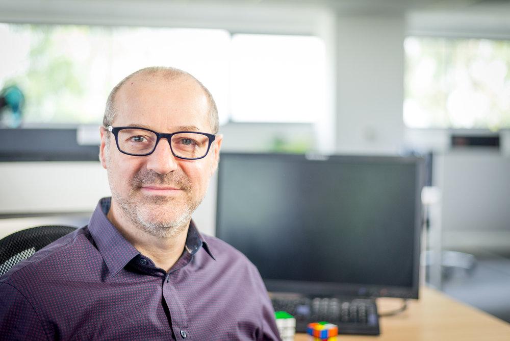 Eric Camps Eric Camps est l'architecte logiciel de l'application GLOBULE et le concepteur de ses interfaces utilisateurs.