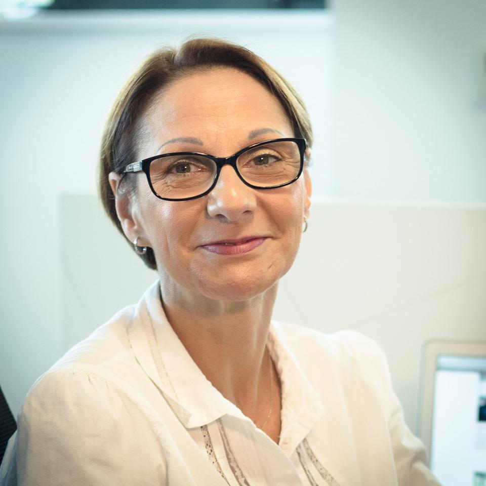 Christine Canal   Christine crée la documentation des fonctions de GLOBULE à destination des utilisateurs et des administrateurs. Elle spécifie des évolutions de ces fonctions, et contrôle l'avancement et la qualité des mises à jour des applications Web et mobiles.