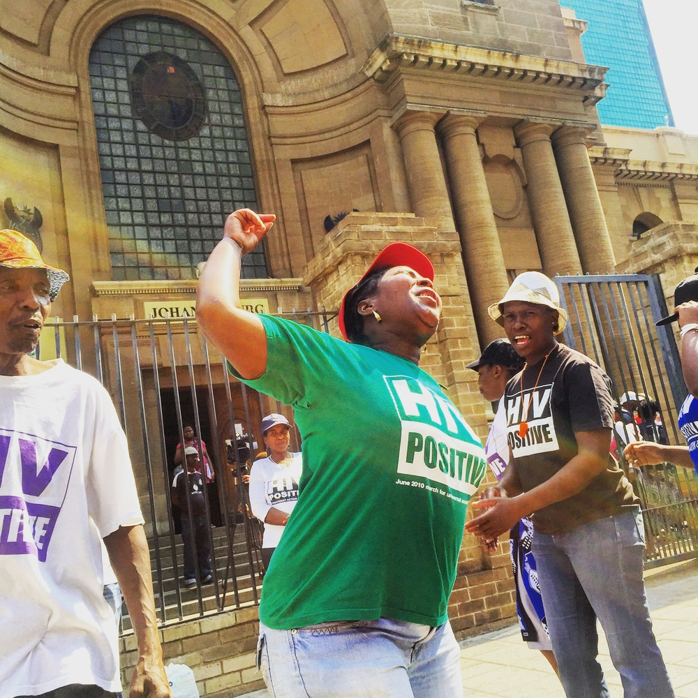 Outside the Johannesburg High Court, health activists demonstrate during case on silicosis and TB in mining sector (October 2015)