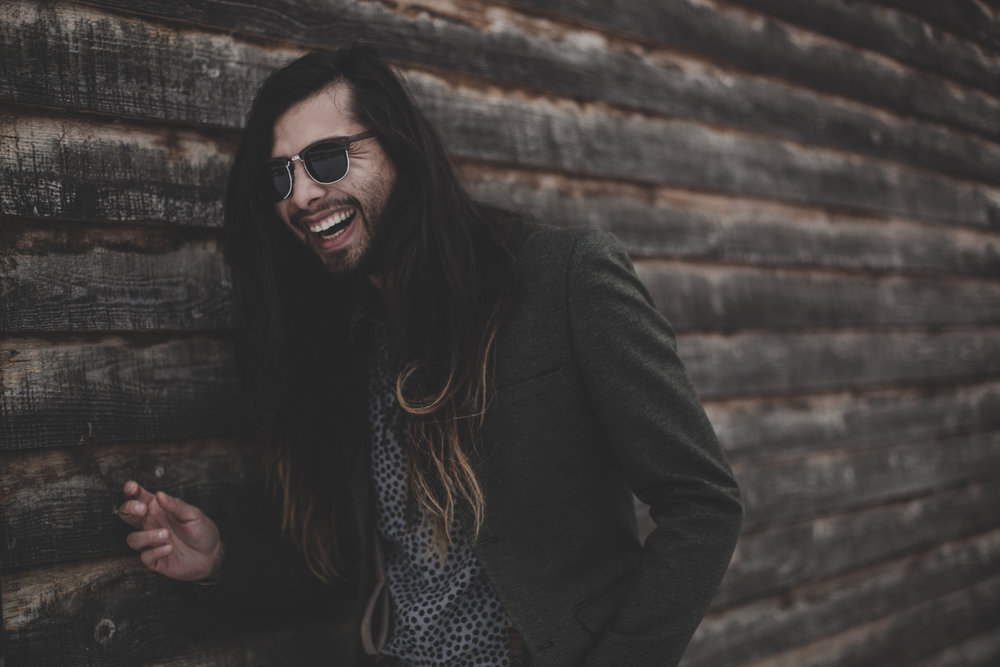 ©duston-todd-fashion-sunglasses-suit-jacket-cabin.jpg
