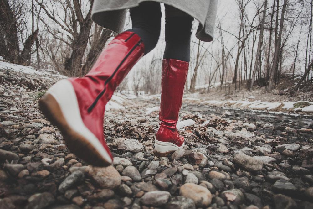 ©duston-todd-fashion-red-rainboots-woods.jpg