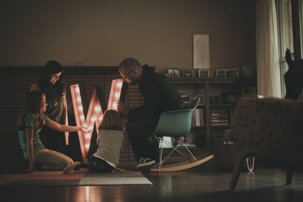 © duston-todd-family-decorating-lights-candid.jpg