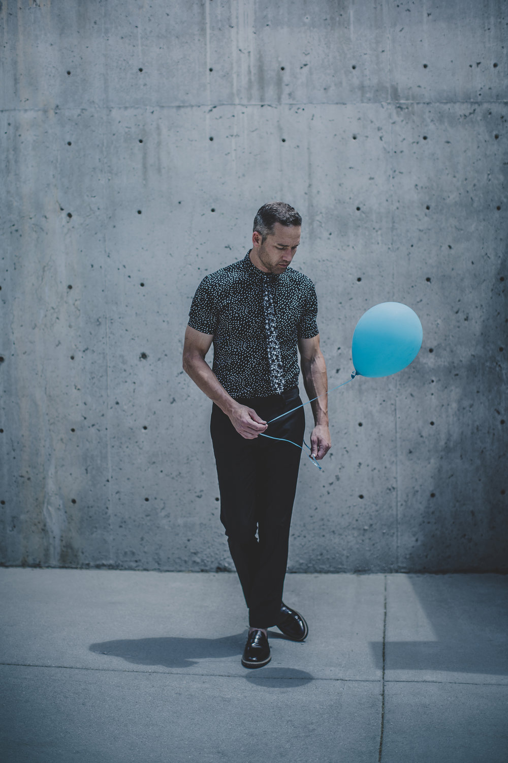 © duston-todd-blackwhite-menswear-balloon-fashion-urban.jpg