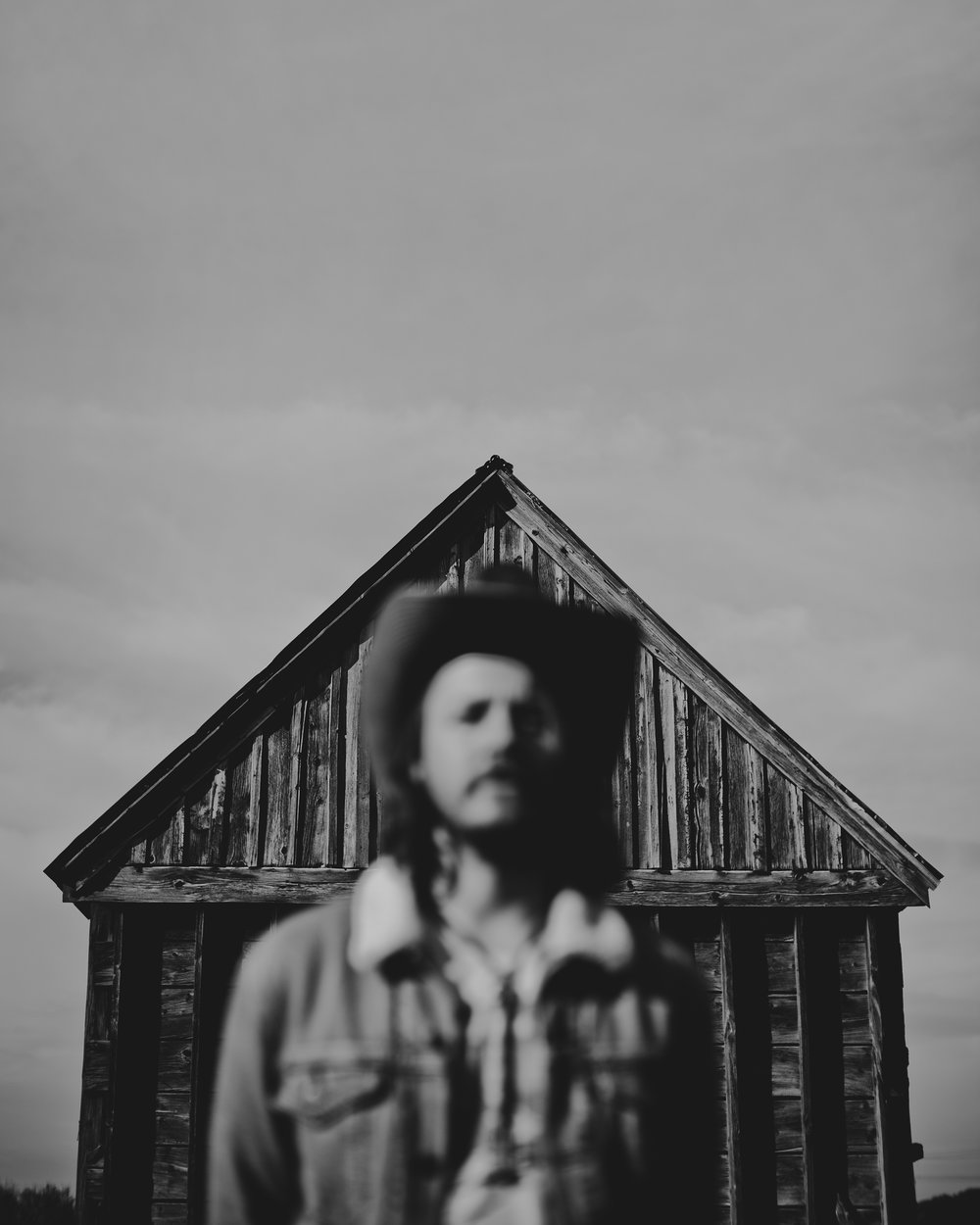 © duston–todd–country-cowboy–barn-focus-4.jpg