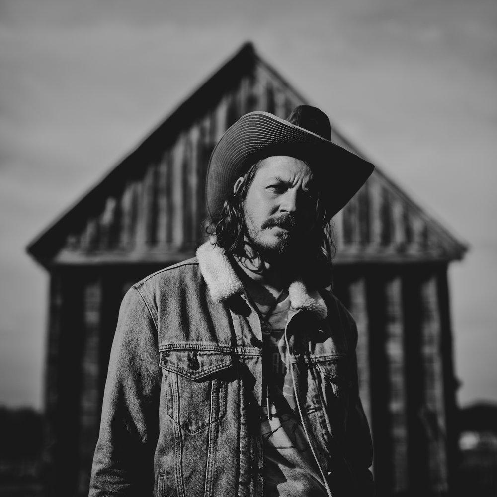 © duston–todd–country-cowboy–barn-portrait-2.jpg