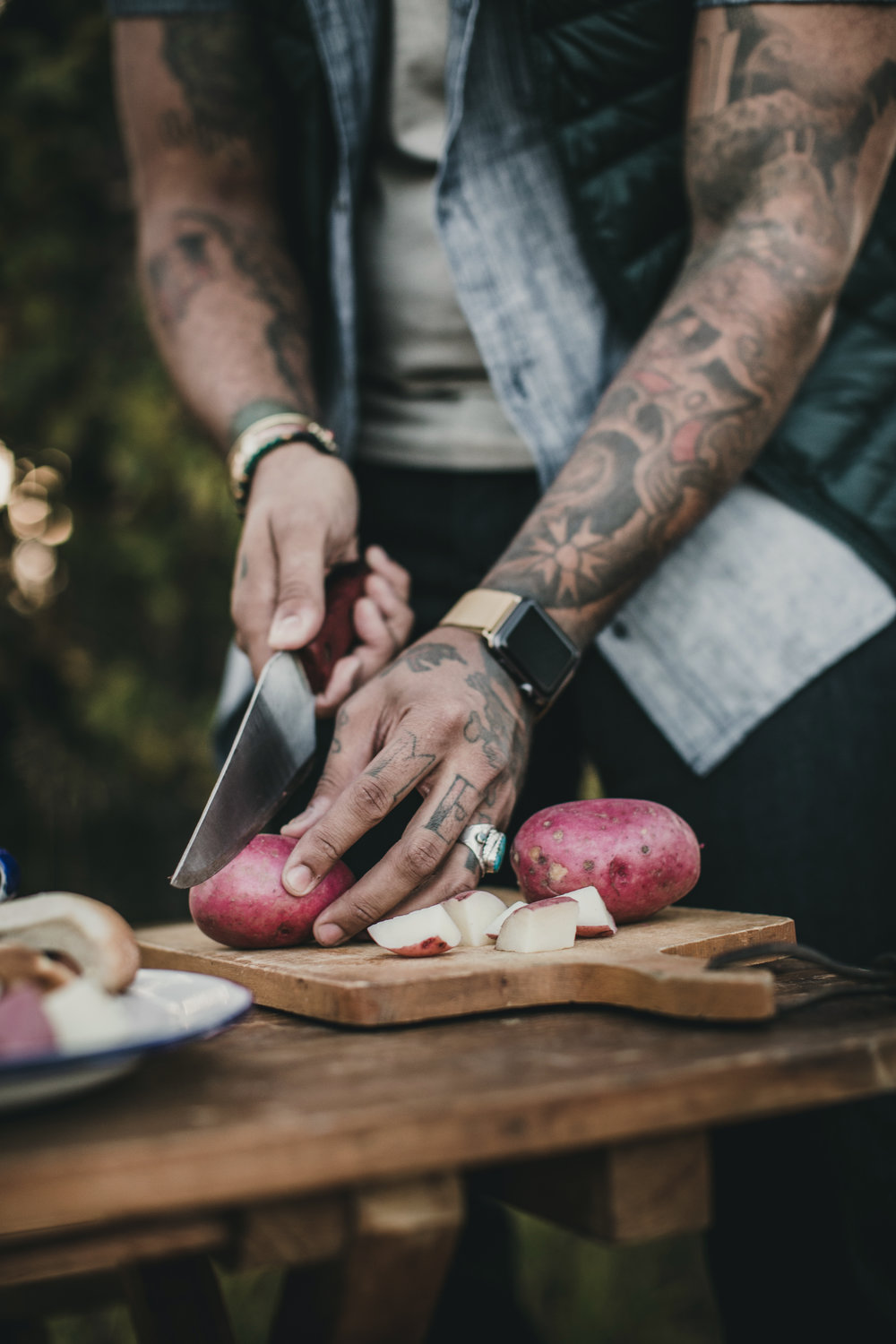 © duston–todd–camping-outdoors-cooking-cuttingboard.jpg