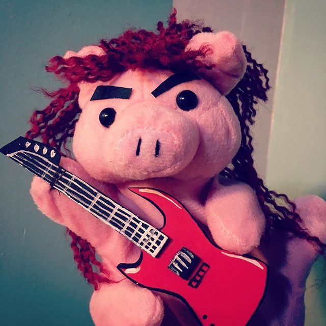 Guys, Mr. Pig is SO READY for Misfit Cabaret with @katrowbeeshow tonight. . #pig #puppet #princess #grumpyprincess #misfitcabaret #katrobichaud #cinderella #cinderellaband #sometal #notcinderella #notsorry