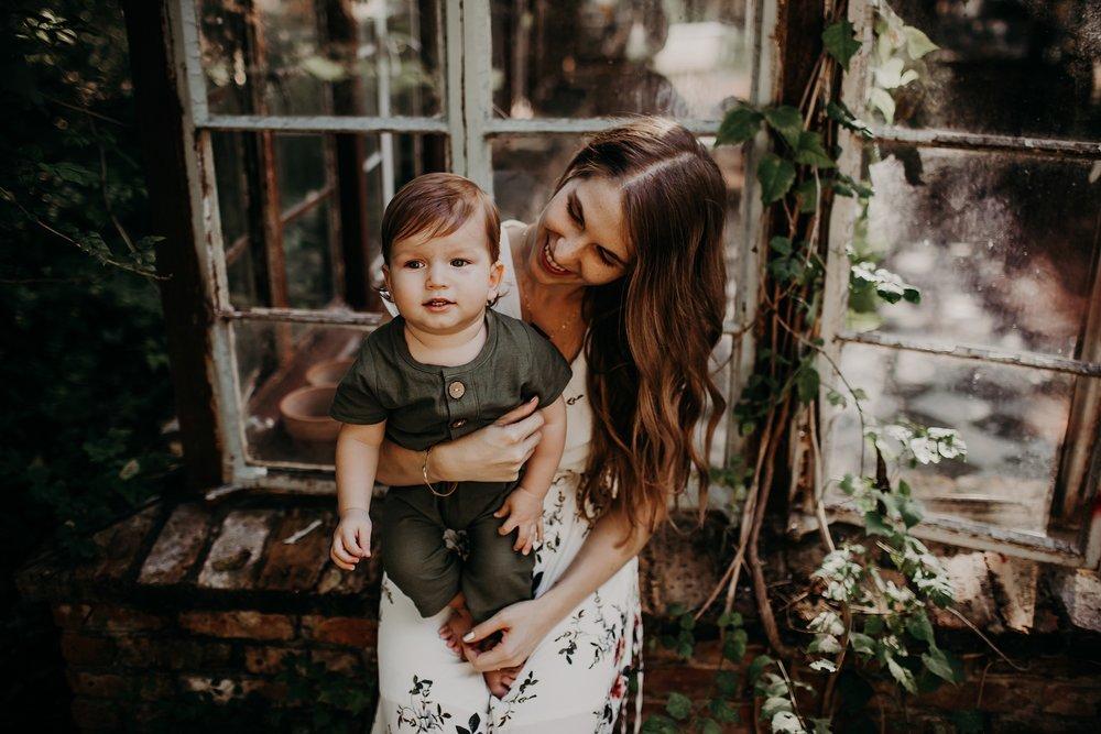 Young-San-Antonio-Family-Photographer-27_WEB.jpg