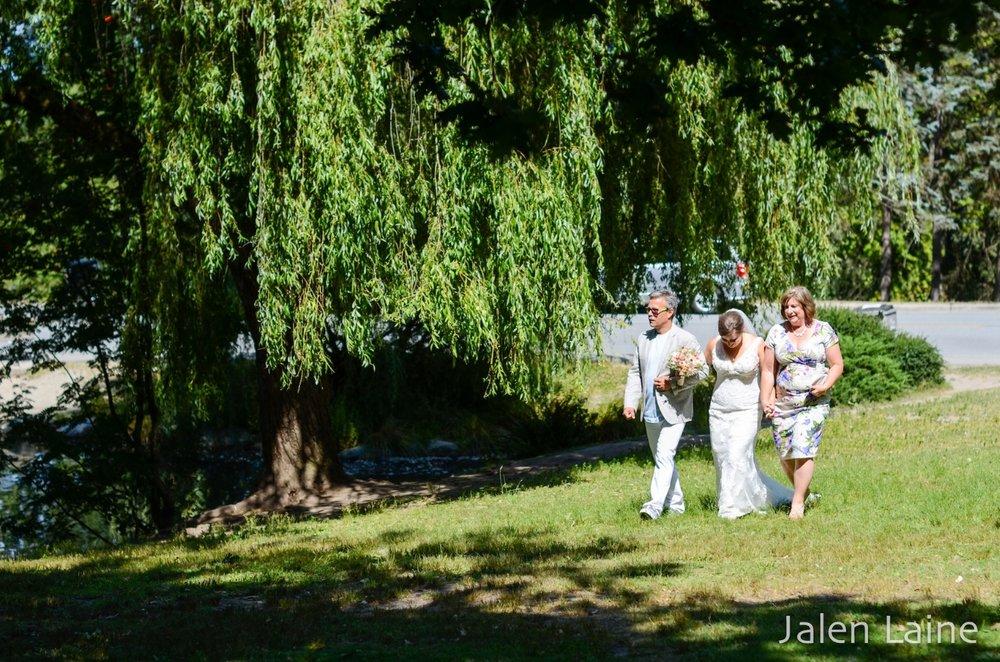 Katie had both her mom and dad walk her toward her groom.