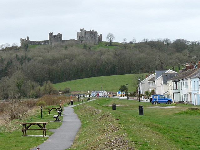 Llansteffan_Castle_-_geograph.org.uk_-_1242546.jpg