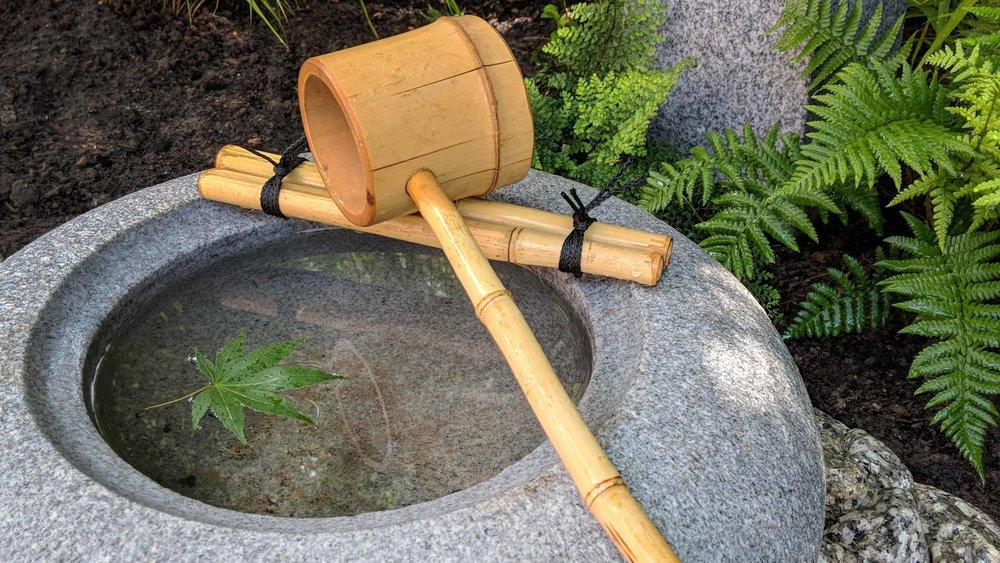 Cheshire Garden Design: Japanese garden with Oribe (Lantern) and Tetsu Bachi Basin