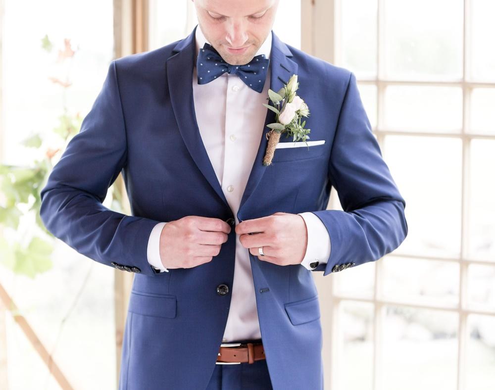 Brudgummen med Fröken Foto frokenfoto.se bröllopsfotograf  Horred Varberg Kungsbacka Göteborg (4) 2.jpg
