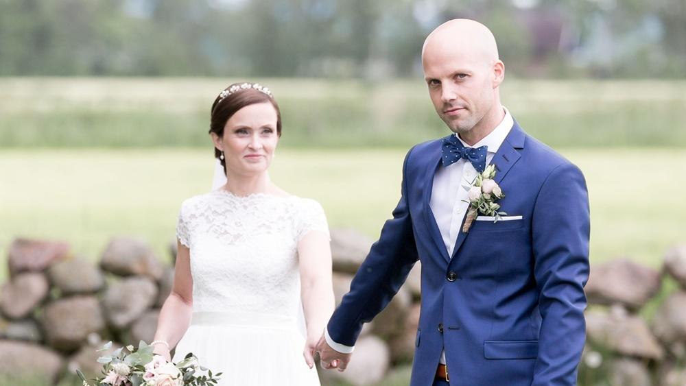 Brudgummen med Fröken Foto frokenfoto.se bröllopsfotograf  Horred Varberg Kungsbacka Göteborg (8).jpg