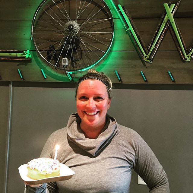 A big HAPPY BIRTHDAY shout out to our girl Carrie! She has been riding at FLOW since the beginning, can somebody say #OG ?!!Of course she came in and got her sweat on on her special day (work hard) this AM and we bet she is out celebrating this afternoon (play hard). @rhodesce you da bomb! Happy Birthday from your FLOW fam! 🥂 🎂 🎁 🎈 . . . #birthdays #bdaylove #doughnuts