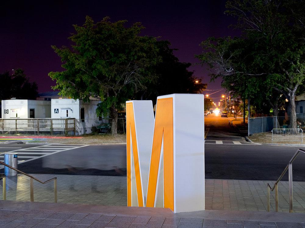 snarkitecture-a-memorial-bowing-08-noah-kalina.jpg