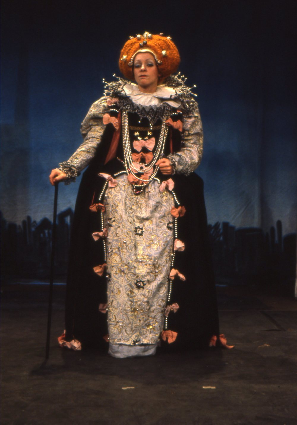 Konni Burger as Elizabeth I for Paradise Street