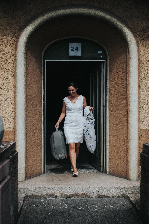 Braut verlässt das Haus