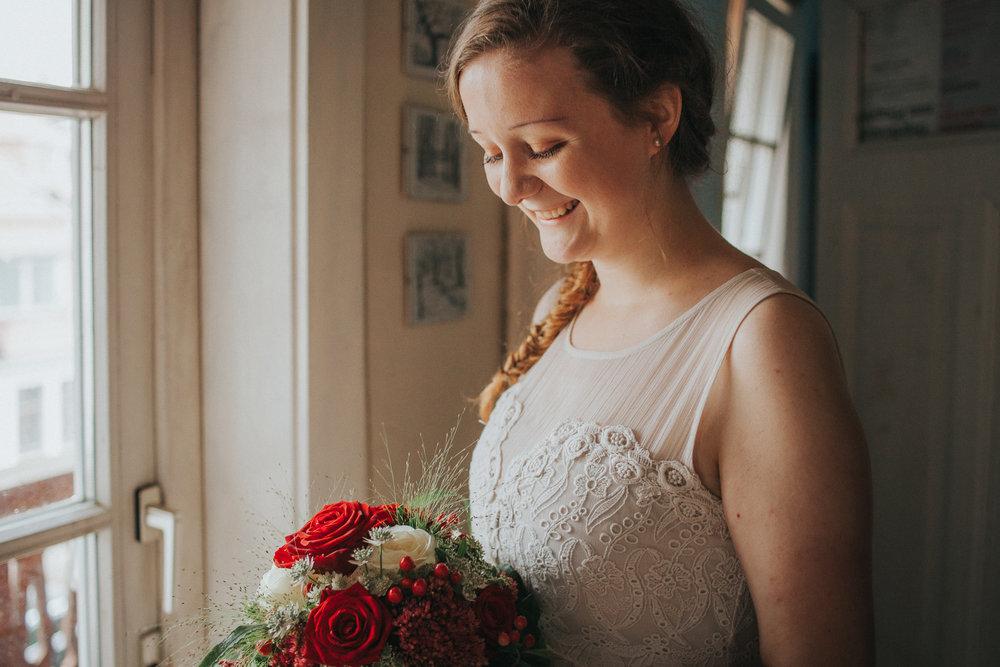 Portrait von Braut im Fensterlicht