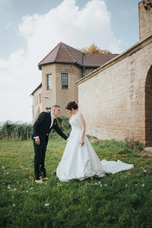 Brautpaar vor Burg Ravensburg