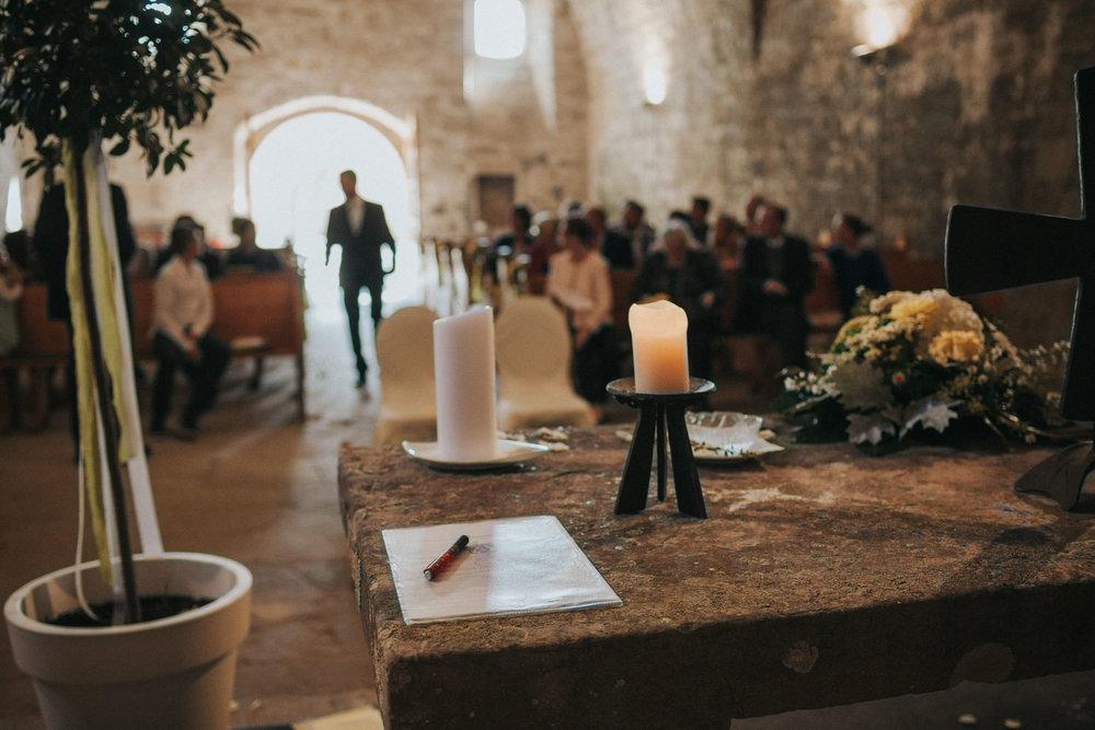 Kerze auf dem Altar