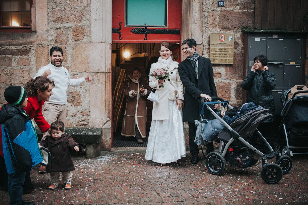 Brautpaar vor dem Standesamt Marburg
