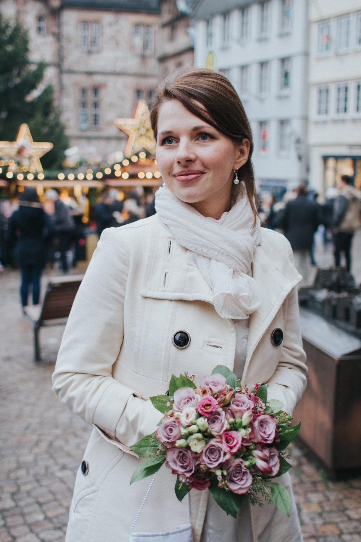 Portrait der Braut auf dem Weihnachtsmarkt Marburg