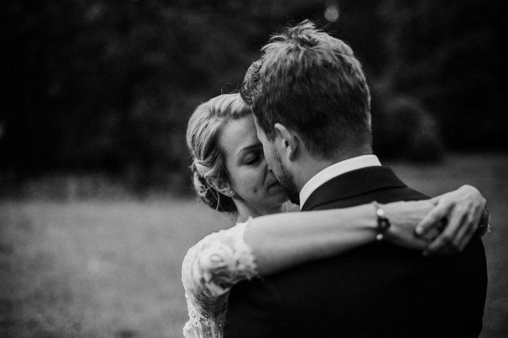 Brautpaar in Schwarz-Weiß