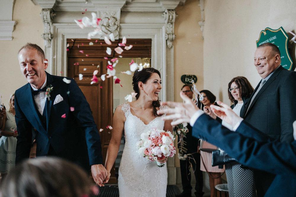 Auszug des Brautpaares aus dem Standesamt Fulda