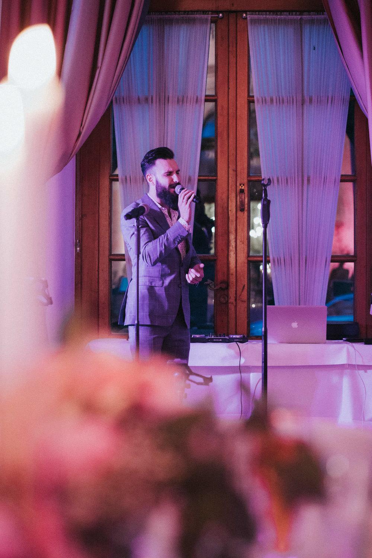 Sänger singt auf Hochzeit
