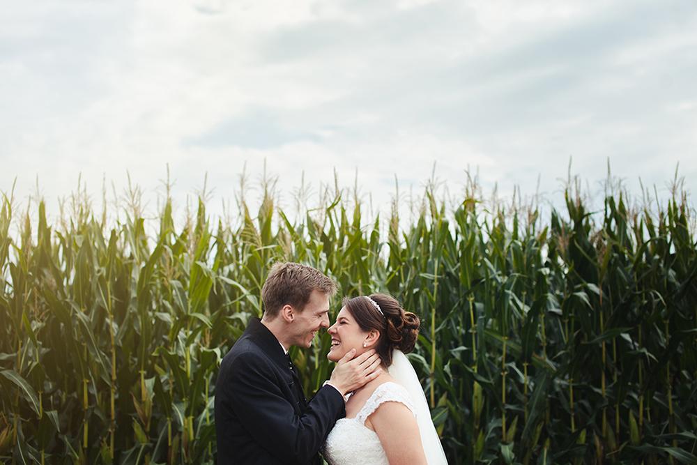 Portrait vor einem Maisfeld, Hochzeit, fotografische Begleitung: paddelproduction (Patrick Pollmeier)