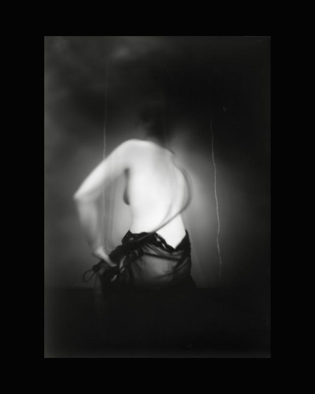 Obscures ( V )  Épreuve à la gélatine argentique  36x 28 cm