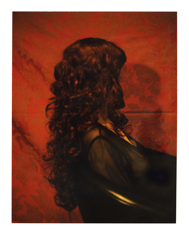Polaroid, femme assise  2010, polaroid film 690  10.8 x 8.5 cm