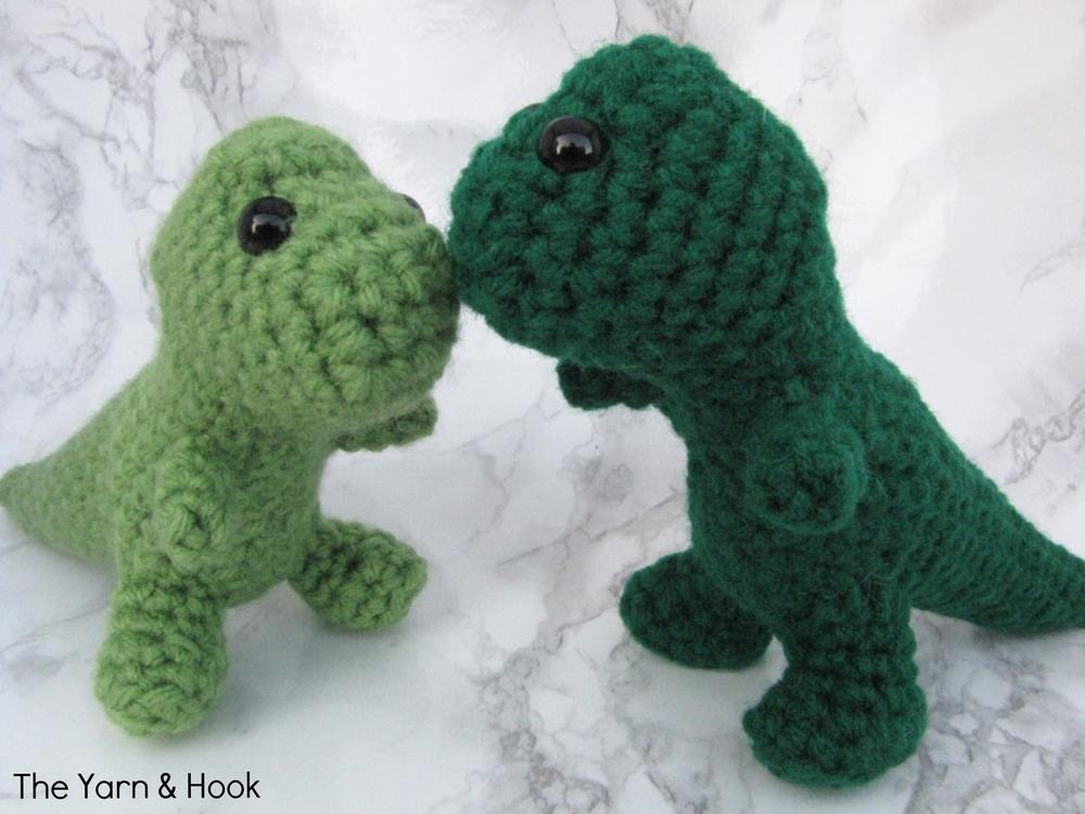 Kissing.Dinos