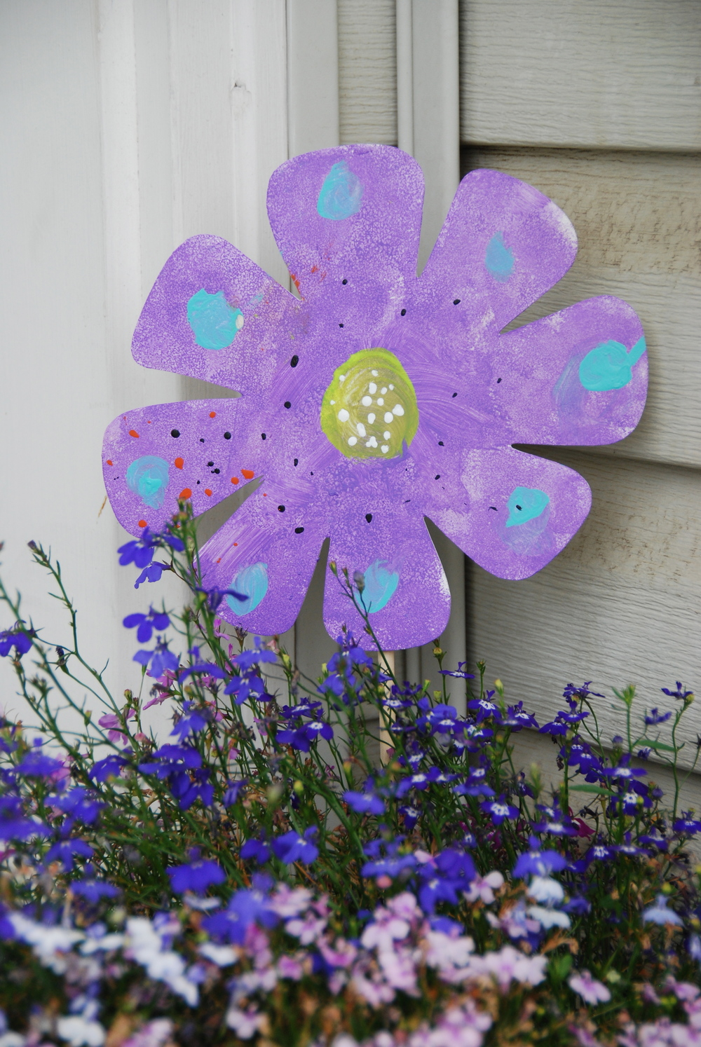 These painted flowers also look pretty in your potted plants!