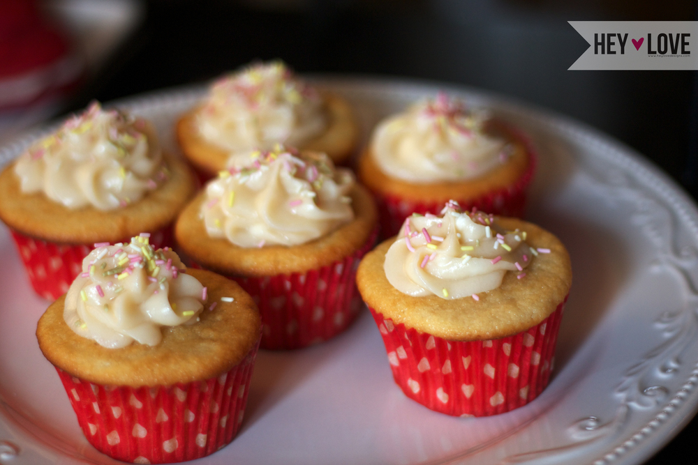 Buttermilk vanilla cupcakes | Hey Love Designs