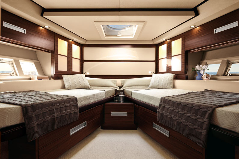 coast-yacht-charter-membership-fractional-lease-share-boat-club-62-azimut-18.jpg