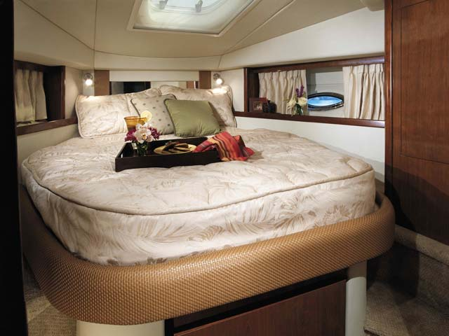 coast-yacht-charter-searay-380-sundancer-14.jpg