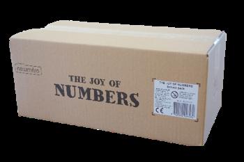 3. Shulset - Die Schulset-Box enthält jeweils 5 Sets von:- 1 Stoffbeutel- 2 Sets mit gelben Steinen (Zahlen: 1-9)- 2 Sets mit grünen Steinen (Zahlen: 10-90)- 2 Sets mit blauen Steinen (Zahlen: 100-900)- 1 Set mit orangefarbenen Steinen (Zahlen: 1000-3000)Anleitung für den/die Lehrer/in(insgesamt 285 Steine)