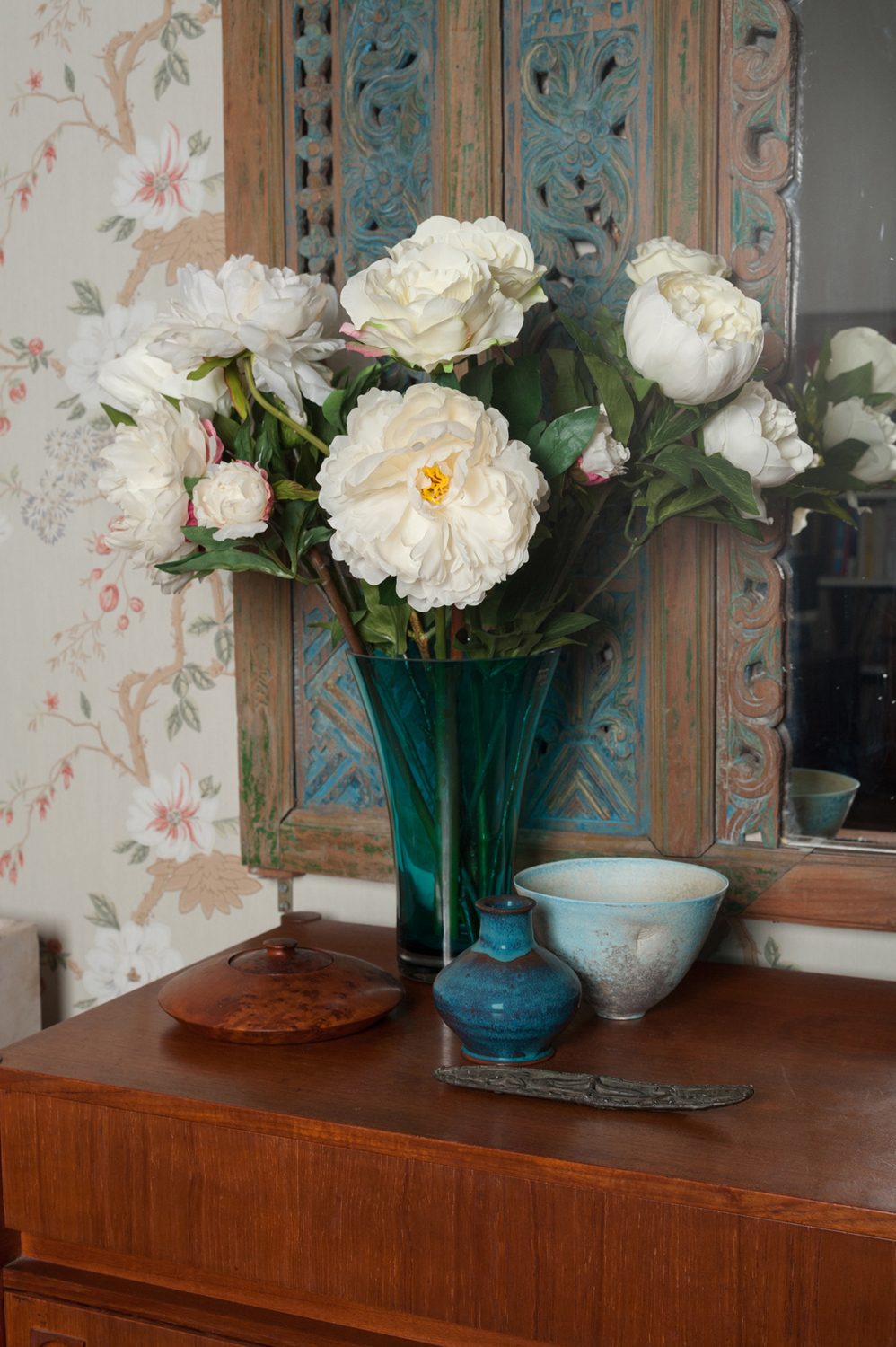 OSH sitting room flowers_alt_LR.jpg