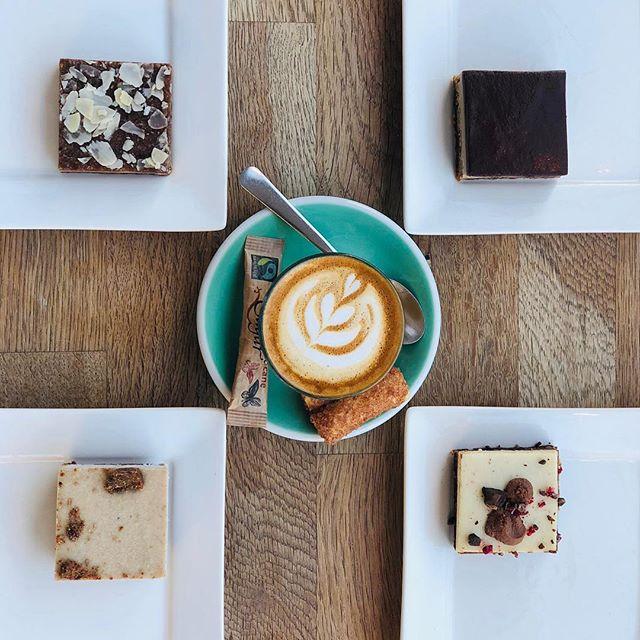#autumninthecity #gettingcolderoutside #warmerinside #goodcoffee #goodbites #goodvibe #suerotterdam #kruidnootje #coffeebreak #triplechocolate #gevuldespeculaas