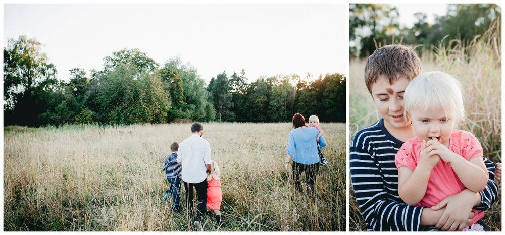 familjefotografering stockholm_familjefotograf stockholm_Barnfotograf_vallentuna_bagarmossen_linda rehlin_cecilia pihl_studiofotografering_familjefoto_basta familjefotografen