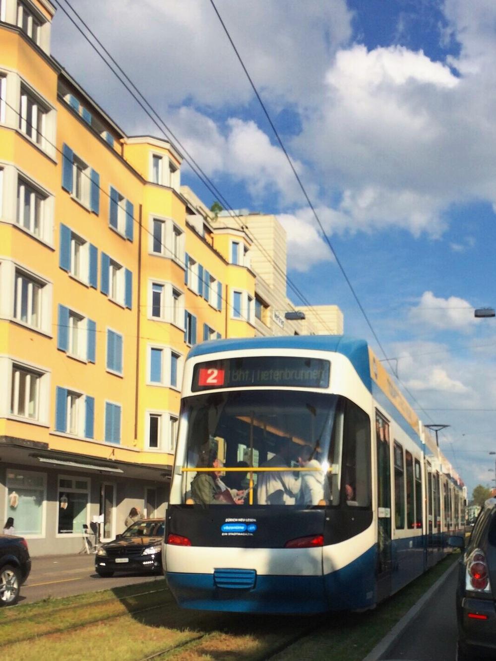 歴史を感じさせるチューリッヒの街並み