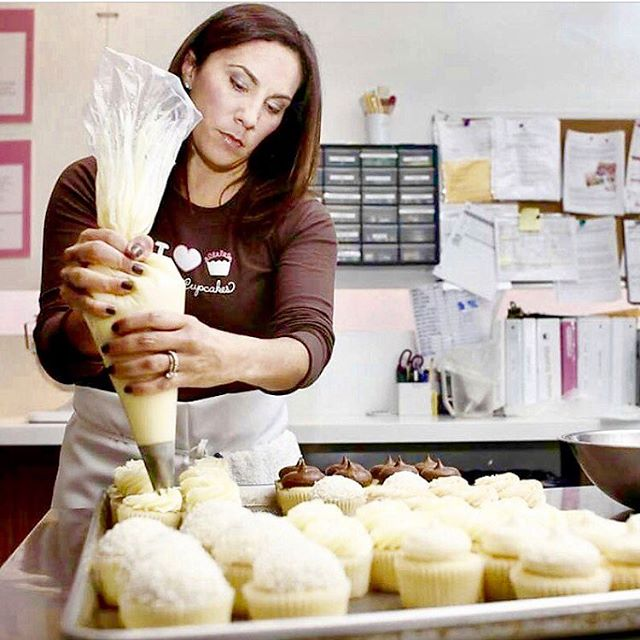 It's my first #wcw (Woman Crush Wednesday)! And what better way to kick it off than 🎉celebrating my Sweet and Beautiful Friend @karakcup - Today, Kara is launching her baking blog...just in time for the Holidays! So do yourself a favor and go check it out or stop by @karascupcakes and pick me up a treat (I'm partial to the banana or chocolate coconut cupcakes😜). Congrats Kara! I can't wait til your first cookbook comes out😘. ***Link to Kara's new blog is in my profile***